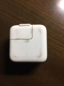 旧手机充电插头一个