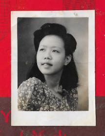 民国照片---【民国美女照片--】一张。品如图。照片尺寸4.6*3.4CM。