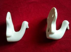 老白瓷,凤鸟型挂物钩,两个合售