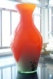 珊瑚红玻璃大花瓶