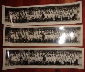 文革黑白相片【革命委员会门前合影照片3张合售】长28.2CM*宽7.3CM、品相以图片为准