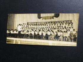 1977年隆重纪念延安文艺座谈会讲话发表三十五周年群众歌咏大会照片