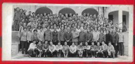 1983年【华南师范大学教授老师同学合影留念照片】一张。品如图。