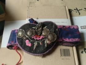 客家丝织儿童帽围,清代旧物,有长命富贵及老寿翁银子饰品。博物馆级文物,包老包真。