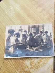 五十年代常州戚机厂在全国铁路系统的一面旗帜庄铭耕同志照片一幅(附一册光荣的铁路工作者《庄铭耕镟床工作法》由人民铁道出版的一册书)