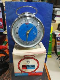 闹钟、上海产钻石牌机械老闹钟-----全新、原盒
