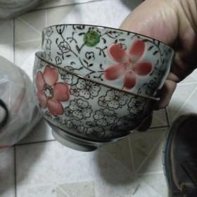 日本山田烧 手绘釉下彩  小碗一对.釉色细腻手绘精美   保真    图案不一样 实用收藏 两相宜】.