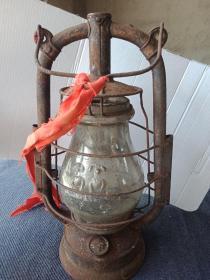 德国产《美最时》老马灯一个,玻璃灯罩有裂纹,带手摇木柄(已裂)!其余如图!