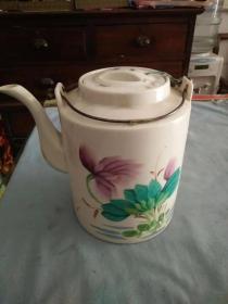 抗美援朝时期手绘和平瓷茶壶
