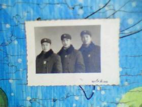 老照片;穿军装带像章