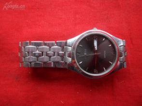 名牌手表一只,4cm3.5cm0.8cm,品好如图。