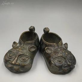 晚清纯铜小虎鞋一对   长约11厘米   重约520克。