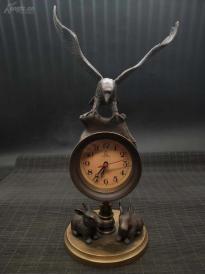 早年纯铜鹰兔机械座钟   高约33厘米    正常走时,