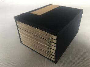 """被阿英(钱杏邨)在其""""小说三谈""""中誉为最佳精图石印本的《图绘五才子奇书》,全套一函八厚册,光绪十四年上海大同书局刊行。白纸,花边,精图,为当今较难得之版本。"""