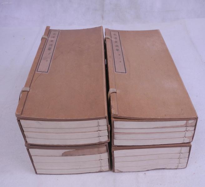 偉人生平著作:紅色文獻】《毛澤東選集》四函十六冊,人民出版社1965年出版,是書為白紙精印,原裝函套,品相極佳。此書經毛澤東選集出版委員會認真編輯而成。本書為1951年至1964年間毛澤東在中國革命各個時期中的重要著作的集合,是《毛澤東選集》出版工作的新階段的第一個版本。此版發行量較少,十分珍貴。