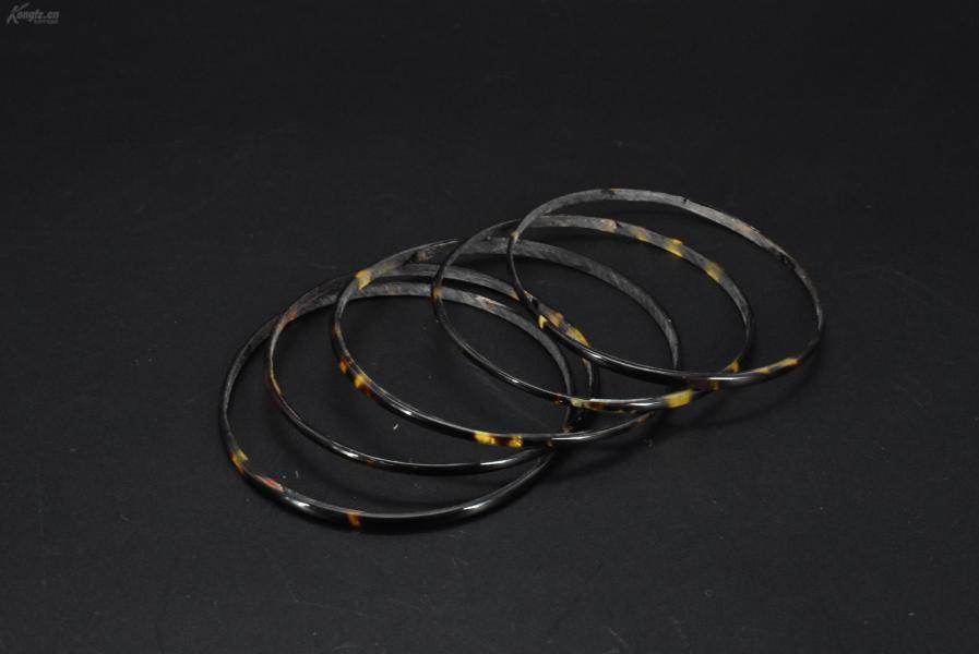 (VA0394)《手鐲》一套5件 內徑約為:6.5cm 手鐲寬度約為 0.29cm 總重4.74g 多個佩戴優美。