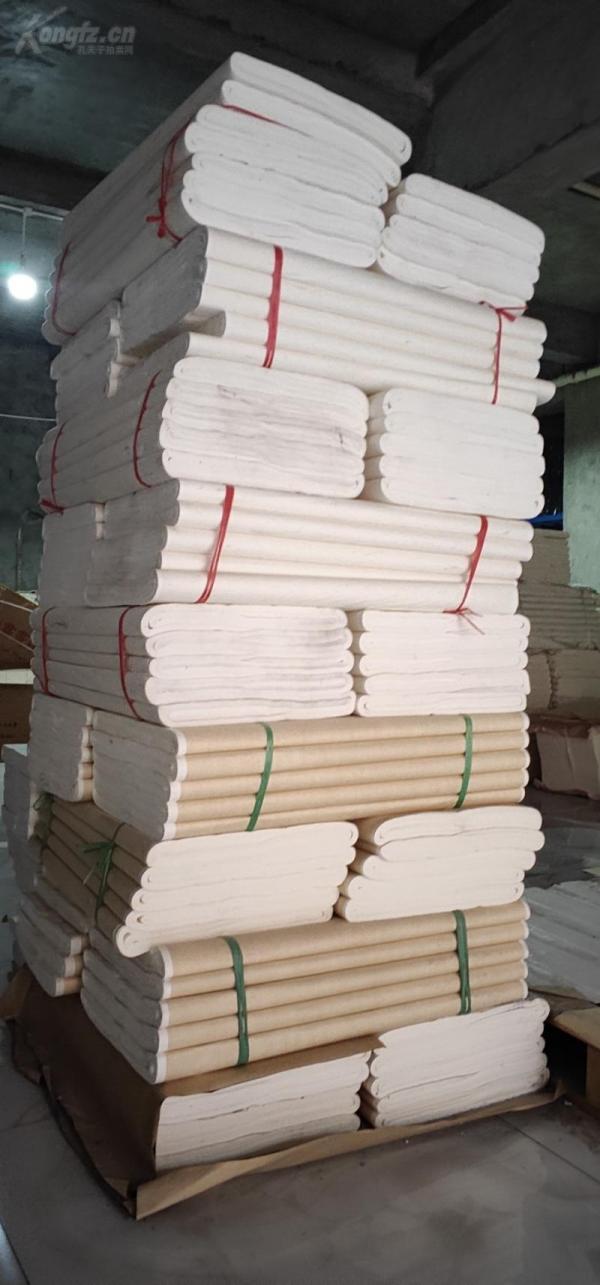 一刀重6到6.5斤,69公分乘138公分,四尺整张旧宣纸100张合拍。库存量巨大。由于存放时间长,侧面有灰尘痕迹,介意勿拍。完美主义者绕道。不退货。