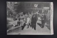 (特9540)侵华史料《高松宫殿下视察占领后的上海》读卖新闻社 黑白老照片一张1937年11月30日 图为第二次上海事变八一三事变淞沪会战后昭和天皇在海军的代理人之一高松宫殿下视察占领后的上海  右侧有事件详细说明