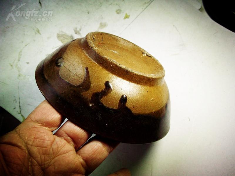 褐色小陶碗