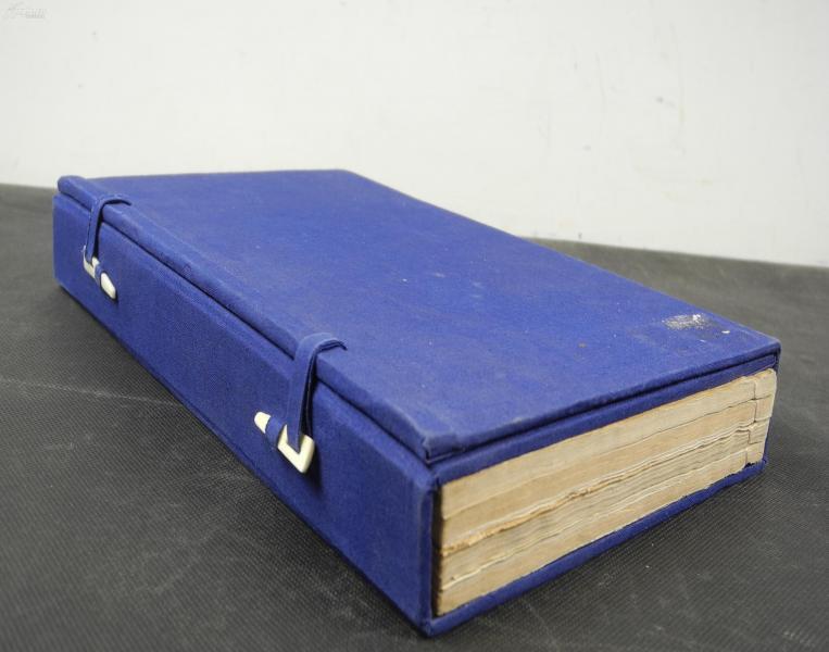 """【孔網孤本古籍】民國藍印""""活字本""""【母德錄】【銜恤日記】一函原裝四厚冊全套。是書開本極為宏闊,為白紙藍印本,藍印雅麗,悅目,通篇擺印精整,字體美觀。內附珂羅版圖多幅。大開本28.5厘米*17厘米"""