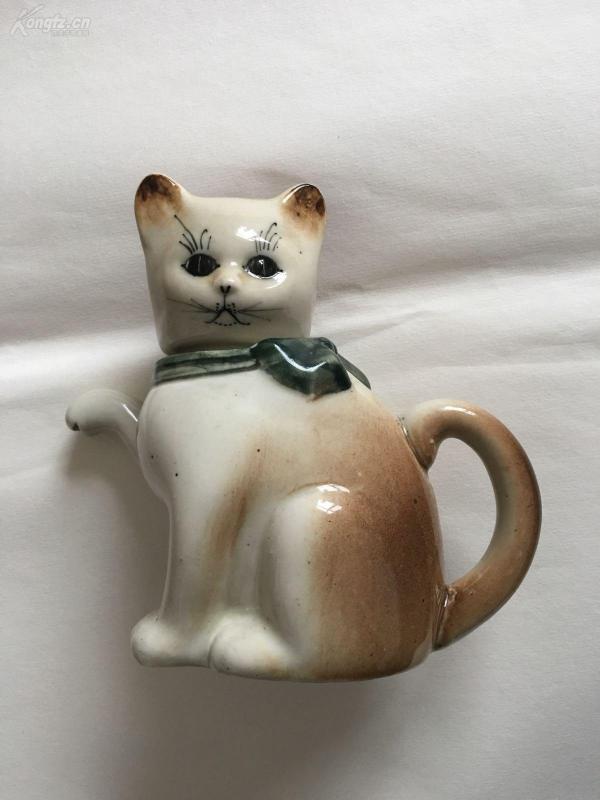 猫形老瓷壶,造型精美,釉色柔和,民国或新中国早期