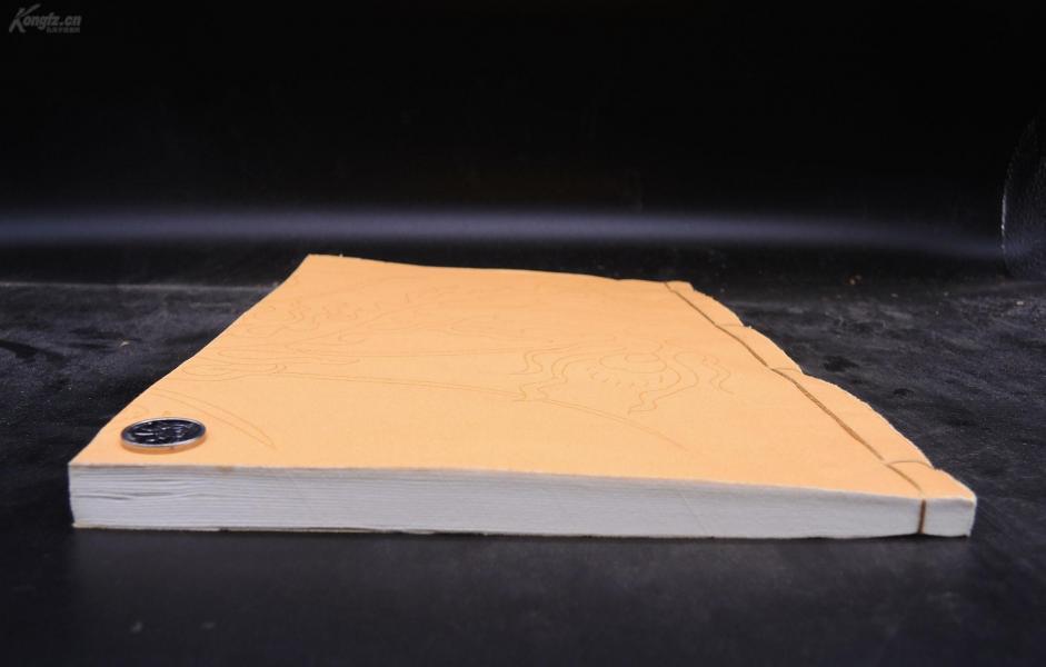 元版明嘉靖万历递修本【宋史】存卷第229一册全,有元版的页面,也有明代万历嘉靖间的递修页面。元版的大气粗犷,明版的细致整齐。一眼就能分得出。超大开本,做了金镶玉装订。本卷为宋代贞烈女子传记,收录38位贞烈女子。珍贵罕见的元明版本*
