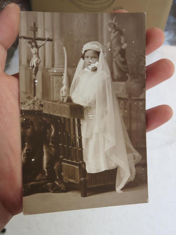 信天主教的民國美少女在祈禱明信片式老照片一張19072319