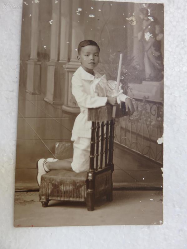信天主教的民國男孩子在祈禱明信片式老照片一張張19072322