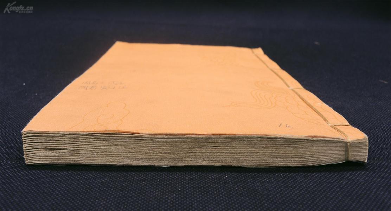 """清代嫏嬛館刻本【周易王氏注】【周易蜀才注】一冊兩種全。是名家王廙、范長生對《周易》進行注解的著作。《周易》是中國傳統思想文化中自然哲學與人文實踐的理論根源,是古代漢民族思想、智慧的結晶,被譽為""""大道之源""""。這兩部著作有助于我們了解學習《周易》的玄妙思想,面對世間變化,提升人生涵養,追朔文化之源"""