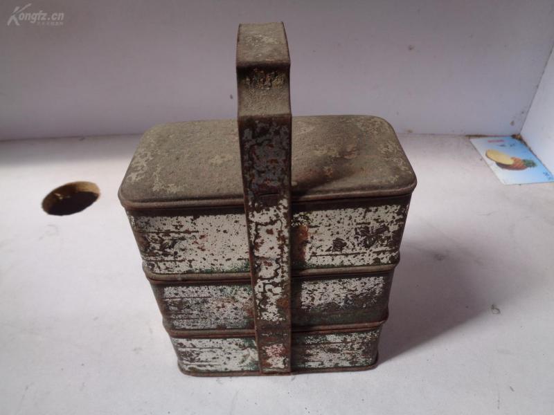 民國鐵皮組合盒一個,高15cm,品好如圖。