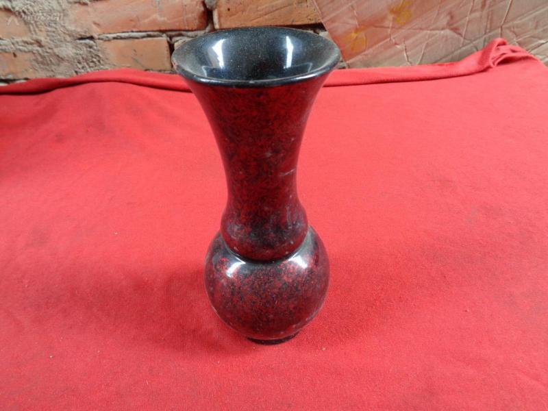 脫胎花瓶一個,園形,高18cm,品好如圖