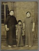 民國 身著旗袍家族三女子合影一張 HXTX300539