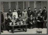 约六七十年代 朱德元帅、贺龙元帅 与外国友人等交谈合影照片 一张(尺寸30.5*43.5cm)HXTX300805
