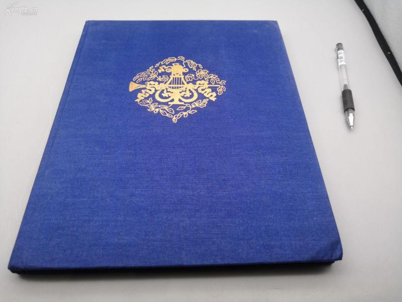 1982年俄文版布面精装烫金字8开《 奥斯坦金宫——缪斯宫——一俄罗斯和西欧工艺品的绘画和装饰》184页,九成新,它是18世纪末唯一的usag综合体。夏季住宅与才华横溢的建筑工人、艺术家、陶工和镀金艺术家、演员、音乐家的名字结合在一起。奥斯坦金宫的故事可以追溯到很久以前。关于奥斯坦金的第一个信息可