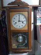 老的,三五牌挂钟,,高55厘米,宽23厘米,走时正常,,来取不发货,,容易摔坏了。,说明书,钥匙都有