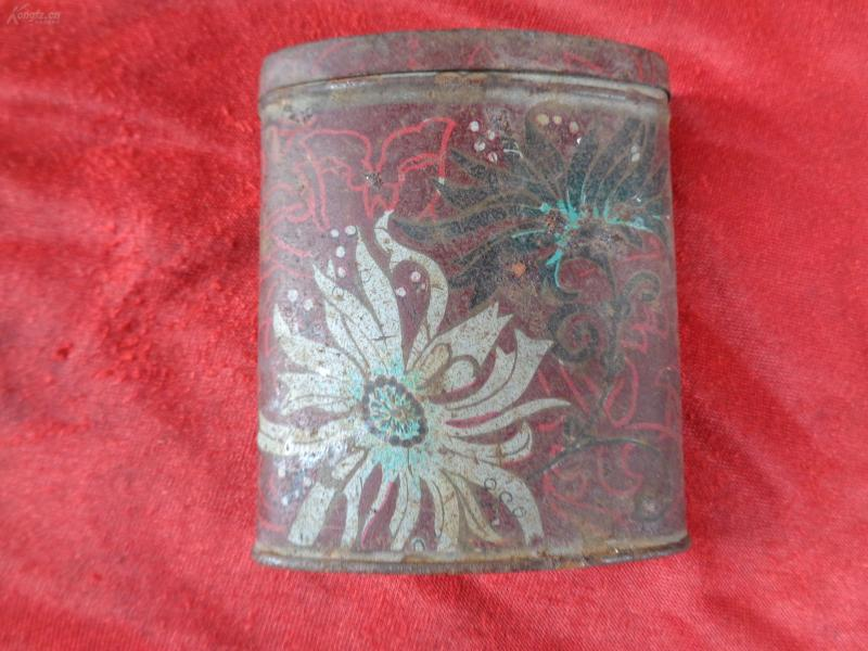 老茶叶盒一个,高9cm,品好如图。