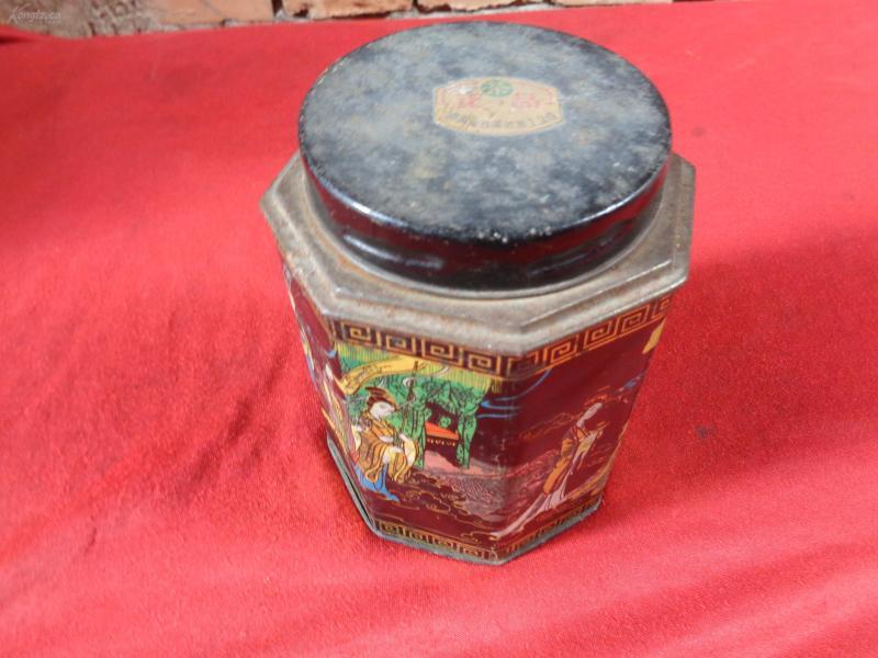 老茶叶盒一个,高14.5cm,品好如图。