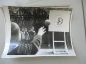 文革期间  狠揍美国佬 等照片照片 2 幅 尺寸23*17厘米