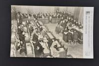 (乙4305)二战史料《读卖新闻老照片》1张 烧付版 1944年1月28日 日本大藏大臣(财政部长)贺屋兴宣在八十四决战会议的预算总会上做汇报 黑白历史老照片 二战老照片 读卖新闻社