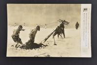 (乙4308)二战史料《读卖新闻老照片》1张 烧付版 1944年5月26日 极北的日军工兵在架设电线杆 黑白历史老照片 二战老照片 读卖新闻社