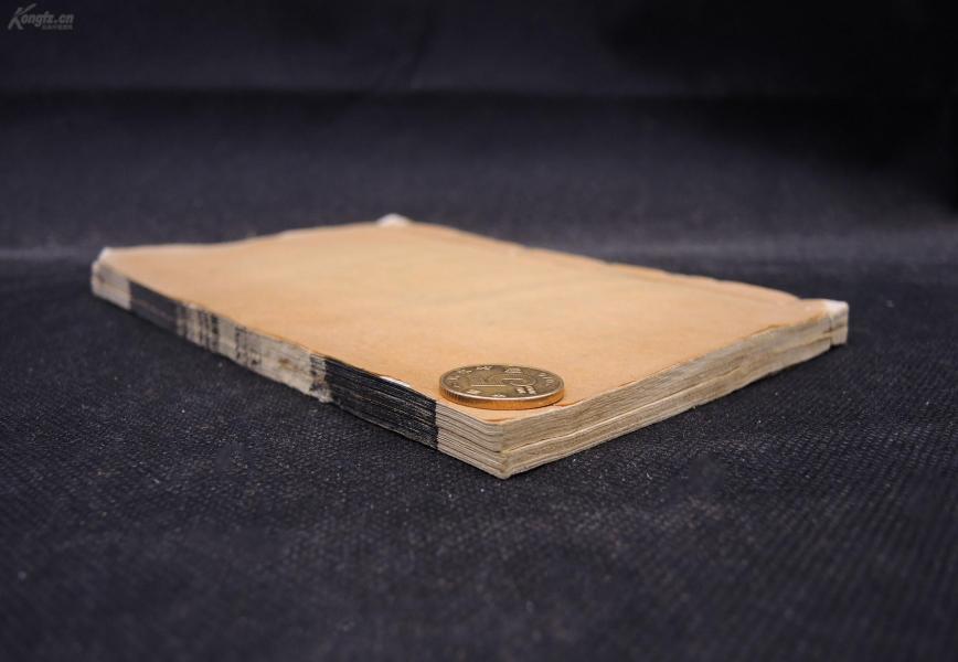 清代白纸粤雅堂刻本【菉竹堂碑目】原装两册六卷一套全,初刻初印,字迹清晰。明代文学家、藏书大家叶盛的金石碑文藏书目录。叶盛曾建菉竹堂, 藏书达2万余卷,多以精本、秘本见称。其中金石碑文所承载的历史内涵异常丰富,是研究历史弥足珍贵的史料。该书的碑目多世所罕见,备受历代学者推崇