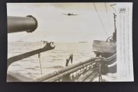 (乙4609)二战史料《读卖新闻老照片》1张 烧付版 1944年2月20日 太平洋战争 日本海军战机的护卫下日军输送船团全速驶向前线运送补给物资 黑白历史老照片 二战时期老照片 读卖新闻社