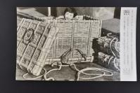 (乙4610)《读卖新闻老照片》1张 烧付版 1944年1月16日 日式竹编箱子 可用于悄悄搬家、转移 图为可以容纳儿童的竹编箱子 黑白历史老照片 二战老照片 读卖新闻社