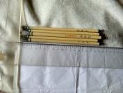 (共五支)八十年代末戴月轩毛笔,笔杆为仿骨质,共五只保真,保证戴月轩生产。多拍邮资按重量合并,一公斤以内一个价格。