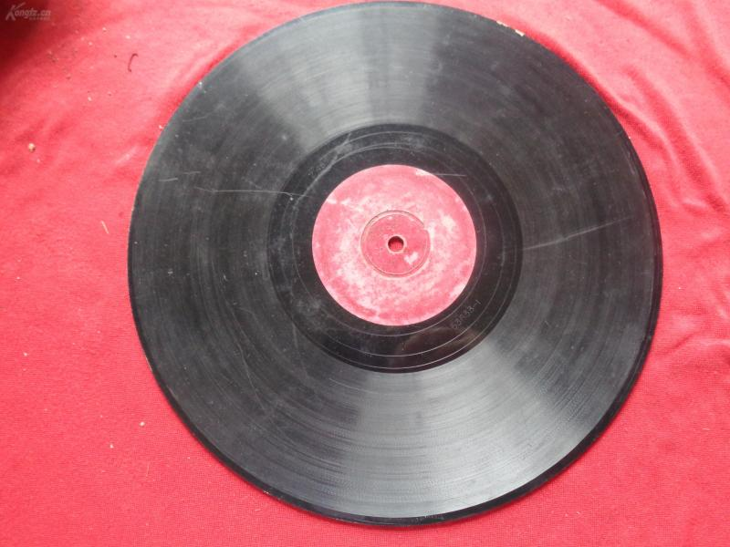 老唱片一张,片名不祥,品好如图。