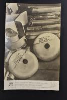 (乙4797)二战史料《读卖新闻老照片》1张 烧付版 1944年8月13日 美国空军B29轰炸机轰炸日本 图为日本九州方面落下的烧夷弹(燃烧弹) 黑白历史老照片 二战时期老照片 读卖新闻社