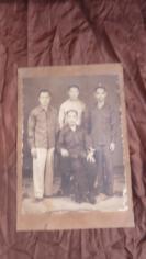 海外华侨工人兄弟四人老照片一张      超级大尺寸19100711    长59*宽40(cm).