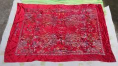 杭州矛山绸厂 (较厚)    精美百子图丝绸布一块19100449,绣了近百个玩耍的孩童,工艺精悍,尽显古老丝绸大国的传统艺术品质!
