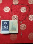 清代或者民国,玛瑙老珠子一串,受难耶稣老十字架项链,附带清代圣经一册