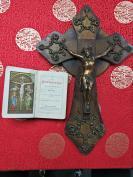一百多年前的,木架底托和纯铜耶稣像,受难耶稣十字架,尺寸比较大39厘米高28厘米宽度